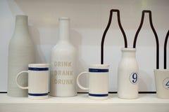 Керамические чашка и бутылка Стоковое Изображение
