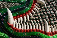 Керамический зуб статуи naga в тайском виске Стоковое Изображение RF