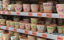 Керамический магазин цветочных горшков Стоковое фото RF