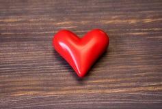 Керамическое красное сердце Стоковые Изображения RF