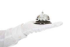 Кельнер держа обслуживание колокол в руке Стоковые Изображения RF