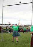 Кельтский бросок веса женщины Стоковые Изображения RF