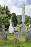 Кельтское кладбище и круглая башня Стоковое фото RF