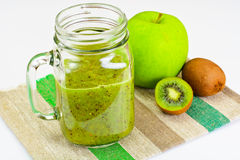 Киви и сок Яблока свежий Стоковые Изображения