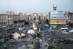 КИЕВ, УКРАИНА - 9-ОЕ АВГУСТА 2014: Панорама квадрата Maidan во время последних дней баррикад Euromaidan 2014 стоковое фото rf