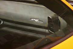Киев, Украина; 10-ое апреля 2014 Феррари 458 Италия Супер интерьер спортивной машины стоковое фото