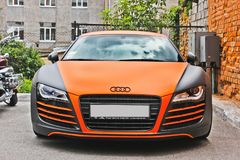 Киев, Украина; 29-ое апреля 2014; R8 Audi в оранжевой циновке стоковое фото