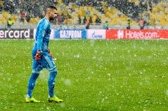 КИЕВ, УКРАИНА - 12-ое декабря 2018: Футболист во время матча лиги чемпионов UEFA между Shakhtar Донецком против Olympique стоковая фотография