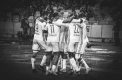 КИЕВ, УКРАИНА - 12-ое декабря 2018: Футболист Olympique Лион празднует цель вести счет во время матча лиги чемпионов UEFA стоковое фото rf