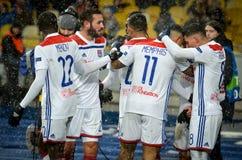 КИЕВ, УКРАИНА - 12-ое декабря 2018: Футболист Olympique Лион празднует цель вести счет во время матча лиги чемпионов UEFA стоковые фото