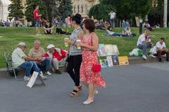 Киев, Украина - 19-ое июня 2016: Граждане и туристы выходят на квадрат независимости Стоковое Изображение RF