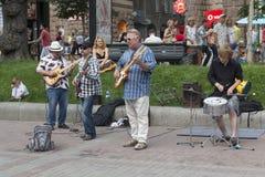 Киев, Украина - 19-ое июня 2016: Музыкальная группа состоя из взрослого Стоковое Изображение RF