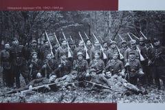Киев, Украина - 10-ое июня 2017: Фото партизан украинской повстанческой армии в внешней выставке около национального Museu Стоковые Изображения RF