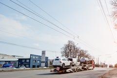 Киев, Украина - 22-ое марта 2017: Большая тележка несущей автомобиля нового VOL. Стоковая Фотография RF