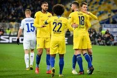 Киев, УКРАИНА - 14-ое марта 2019: Футболист и Willian Челси празднуют цель вести счет во время матча лиги Европы UEFA стоковые фото