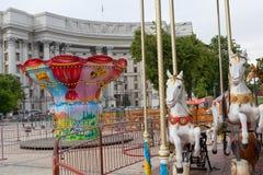 Киев, Украина - 11-ое мая 2016: Carousels на квадрате Mikhaylovskaya стоковые фото