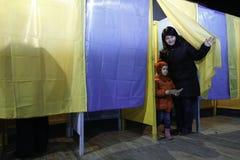 КИЕВ, УКРАИНА - 15-ое ноября 2015: 1.088 из 1.089 избирательных участков раскрыли в Kyiv на 08 00 a M Стоковая Фотография