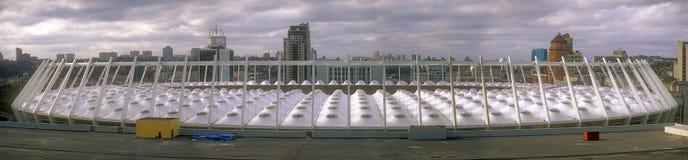 КИЕВ, УКРАИНА - 11-ОЕ НОЯБРЯ 2013: Крыша современного олимпийского Na Стоковые Фотографии RF