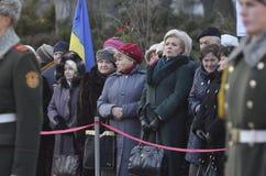 КИЕВ, УКРАИНА - 28-ое ноября 2015: Президент Украины Petro Poroshenko и его жены чествовал жертв голод-геноцида Стоковая Фотография RF
