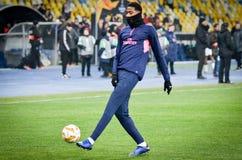КИЕВ, УКРАИНА - 29-ое ноября 2018: Футболист во время матча лиги Европы UEFA между Vorskla Полтавой против арсенала FC ( стоковые фотографии rf
