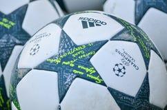 Киев, УКРАИНА - 13-ое сентября 2016: Официальный шарик пастбища чемпионов Стоковое Изображение RF