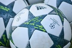 Киев, УКРАИНА - 13-ое сентября 2016: Официальный шарик пастбища чемпионов Стоковое Изображение