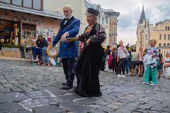 Киев, Украина - 9-ое сентября 2018: Престарелый в ретро одеждах на торжестве спуска ` s St Andrew стоковое изображение