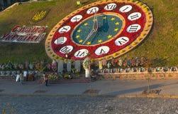 Киев, Украина - 14-ое сентября 2015: Улица Institutskaya, часы цветка, галерея sotnia Nebesna Стоковая Фотография RF