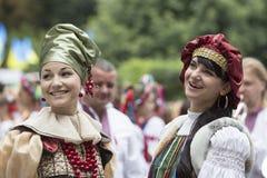 Киев, Украина - торжество 24-ое августа 2013 Дня независимости, женщин в этнической одежде Стоковая Фотография RF