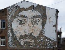 КИЕВ, УКРАИНА - desember 19, 2017: Фото героя EuroMaidan Sergey Nigoyan выгравированного на стене дома внутри Стоковые Изображения RF