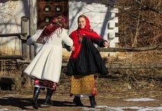 Киев, Украина Februar25 2017: Девушки танцуя на этническом фестивале Стоковое Изображение RF
