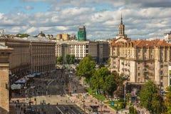 КИЕВ - УКРАИНА - Juluy 2018 Взгляд к улице kreshyatik от верхней части CUM мола стоковое изображение rf