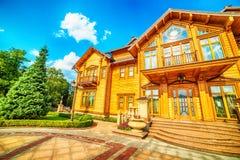 Киев, Kiyv, Украина: резиденция Mezhyhirva бывших про-русских премьер-министра и президента Виктора Yanukovych, теперь музея стоковое изображение rf