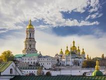 Киев-Pechersk Lavra против неба с осенью облаков Стоковая Фотография RF