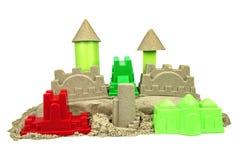 Кинетический песок с игрушками ребенка для крытой игры творческих способностей детей Стоковая Фотография