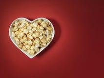 Кино влюбленности сердца попкорна - изображение запаса Стоковое Изображение RF