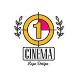 Кино или дизайн шаблона логотипа кино творческий с старыми ретро комплексом предпусковых операций filmstrip, одним и лавром разве Стоковые Изображения