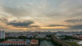 Кино промежутка времени восхода солнца станцией MRT Eunos в Сингапуре сток-видео