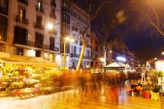 Киоски цветка на Rambla в ноче Барселона Стоковое фото RF