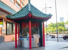 Киоск данным по посетителя Haymarket в китайском стиле крыши архитектуры на городке Китая стоковое фото