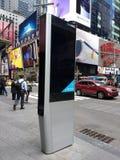 Киоск LinkNYC, новая сеть связей, Таймс площадь, Нью-Йорк, США Стоковое Фото