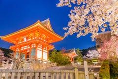Киото Япония на виске Kiyomizu-dera весной стоковые изображения rf