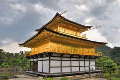 Киото, Япония - 24-ое июля 2016 Kinkaku-ji, Rokuon-ji висок ` в буквальном смысле слова виска золотого ` павильона буддийского в  стоковое фото