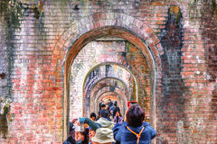 КИОТО, ЯПОНИЯ - 29-ое ноября 2015: Посещение Nanzenji много туристов Стоковое Изображение RF