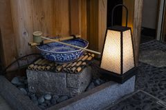 Киото, Япония - традиционный шар для очищая рук Стоковое фото RF