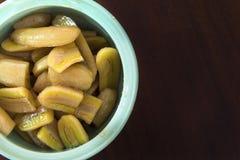 Кипеть бананы в сиропе Стоковые Фото