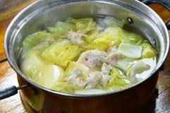 Кипеть китайская капуста с тофу яичка и семенить супом свинины в горячем баке Стоковая Фотография
