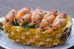 Кипеть креветка, который служат в ананасе, Таиланде Стоковое фото RF