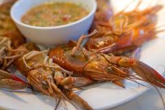 Кипеть креветка на таблице с соусом морепродуктов Стоковое Изображение