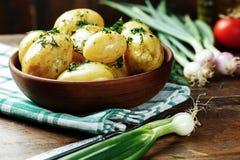 Кипеть молодые картошки с укропом стоковая фотография rf